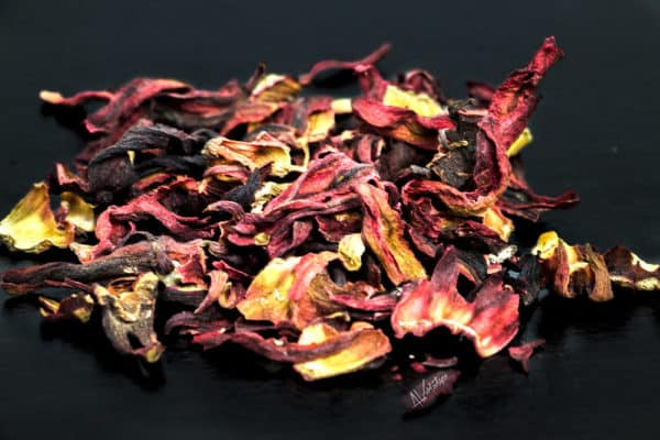 Loose-leaf hibiscus tea has many health benefits